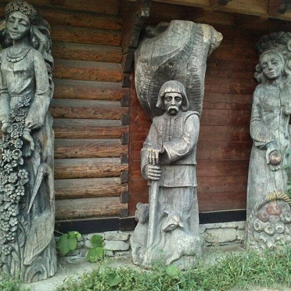 Музей звичаєвої символіки Гуцульщини (Микуличин)